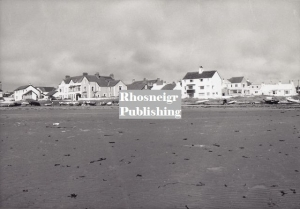 rtan-p037b-rhosneigr-from-the-rocks.jpg